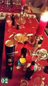 Glücklich abgefressener Partytisch
