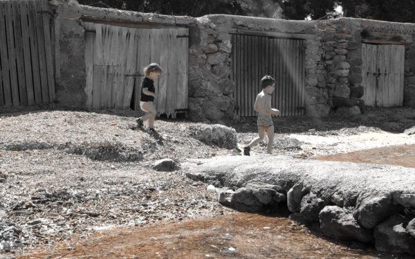 Kinder_am_Fluss