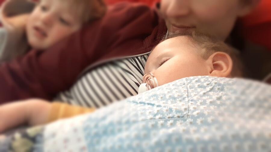 Fiebriges Baby - Kuscheln, trösten, pflegen
