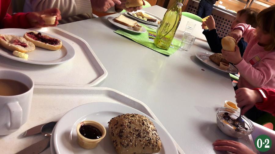 Frühstückstisch in der DJH
