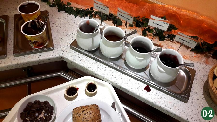Frühstücksbuffet Marmeladenauswahl