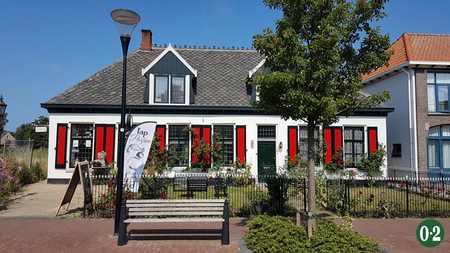 Hübsches Haus mit roten Fensterläden in De Cocksdorp!